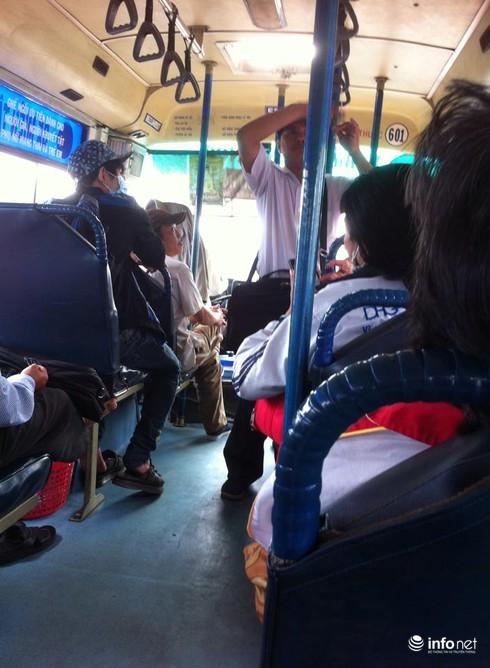 """TP.HCM: """"Ngán ngẩm"""" tài xế, phụ xe buýt liên tỉnh chửi bậy như...hát - ảnh 2"""