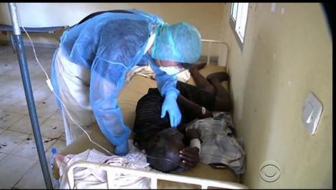 Phòng Ebola vào Việt Nam, sẽ kê khai y tế khách từ Công Gô về - ảnh 1