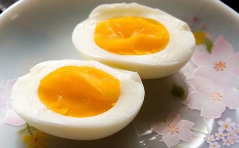 Nhập viện vì suốt ngày ăn trứng - ảnh 1