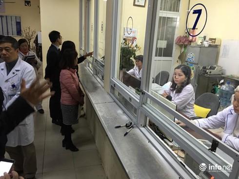 """Treo biển """"bán phiếu"""", Bệnh viện bị Bộ trưởng Bộ Y tế nhắc nhở - ảnh 2"""