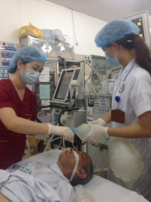 Báo động bệnh nhân nhập viện vì ngộ độc rượu, pháo nổ... tăng trong 3 ngày Tết - ảnh 1