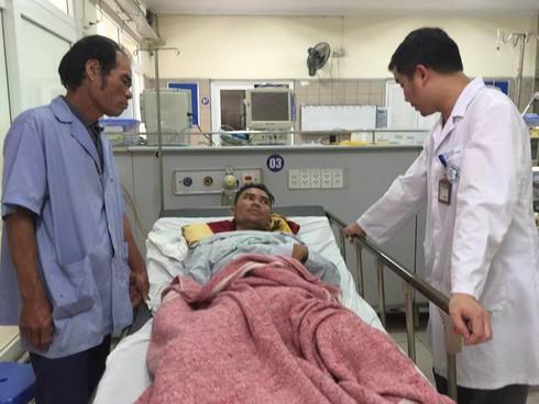 Hà Nội: Thêm 1 người tử vong do ngộ độc rượu - ảnh 1