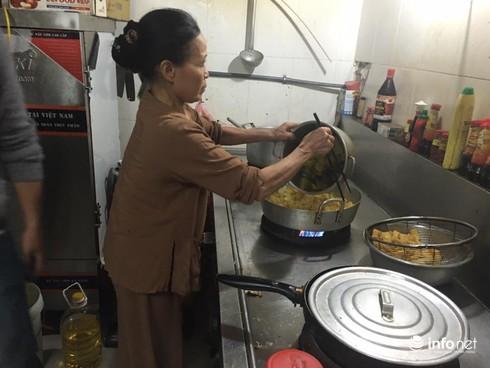 Thoát khỏi án tử, người phụ nữ nấu cơm chay cho bệnh nhân ung thư - ảnh 2