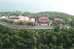 """Lại thêm một công trình """"khủng"""" ngang nhiên xây dựng trái phép trên vịnh Bái Tử Long"""