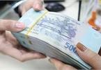 Nhiều ngân hàng tăng lãi suất tiết kiệm online, giảm mạnh lãi suất cho vay