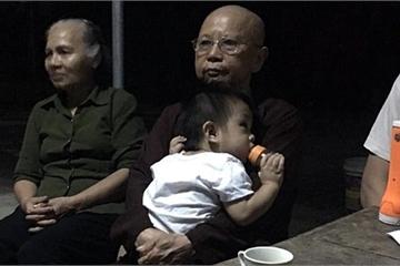 Nam Định: Một bé trai bị bỏ rơi ngay trước cổng chùa La Chợ