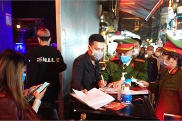 Phòng chống dịch Covid-19: Công an kiểm tra các quán bar, karaoke