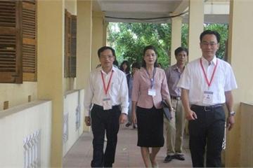 Cục trưởng Mai Văn Trinh đến kiểm tra tỉnh có 8 thí sinh bị đình chỉ thi ngày đầu tiên