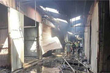 Ninh Bình: Hàng chục ki ốt tại chợ bị thiêu rụi, thiệt hại nhiều tỷ đồng