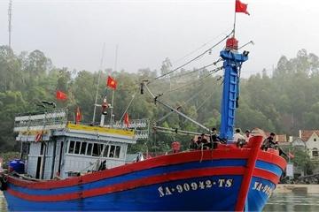 Nghệ An: Kịp thời cứu nạn tàu cá hỏng máy cùng 14 ngư dân về bờ an toàn