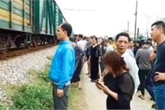Nghệ An: Cố băng qua đường sắt, tài xế xe tải bị tàu đâm tử vong