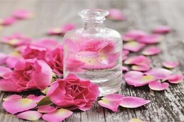 """Nước hoa hồng - """"Nước thần"""" bạn nên sử dụng hàng ngày"""