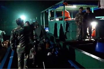 Quảng Ninh: Đưa hai ngư dân trôi dạt trên biển Cô Tô về bờ an toàn