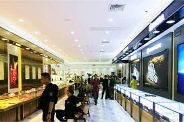 """Trung tâm mua sắm bán toàn hàng nhái trị giá gần 100 tỷ tại Móng Cái bị """"sờ gáy"""""""