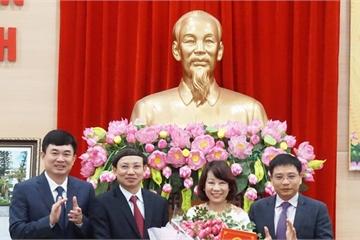 Trao quyết định nghỉ hưu cho Phó Chủ tịch UBND tỉnh Quảng Ninh Vũ Thị Thu Thủy