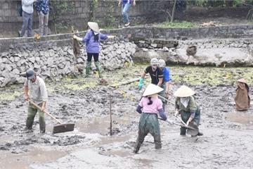 Những hình ảnh ngày đầu tiên khai quật bãi cọc tại Đầm Thượng