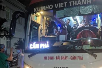 Quảng Ninh: Xử lý 2 xe ô tô khách chở người nghi nhiễm Covid-19