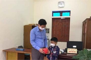 Cậu bé lớp 2 mồ côi góp lợn đất có gần 3 triệu đồng chống dịch Covid-19