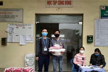 Lá lành đùm lá rách, phường nghèo tặng 2,5 tấn gạo cho người khó khăn