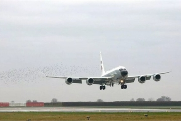 """Máy bay trinh sát RC-135W của Anh """"do thám"""" gần biên giới Kaliningrad"""