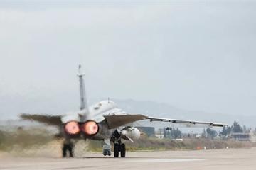 """Su-24 của Nga """"tung cánh"""" tấn công chặn đứng phiến quân thân Thổ Nhĩ Kỳ"""