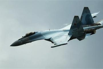 """Tiêm kích Su-35 trang bị """"cánh tay nối dài"""" như Su-57, """"chọc mù mắt"""" mọi mục tiêu"""