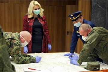 Video chuyên gia Nga bắt đầu phun khử trùng tại Serbia