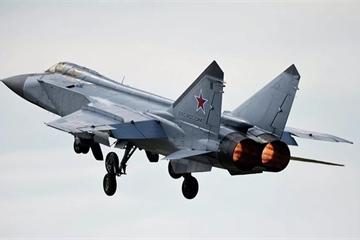 Tiêm kích MiG-31BM hoàn thành diễn tập hủy diệt mục tiêu trên tầng bình lưu