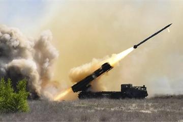 """Quan chức Ukraine """"dọa"""" tấn công tên lửa vào nhà máy lọc dầu của Nga"""