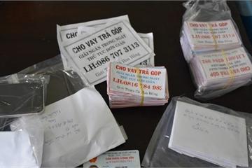Quảng Nam: Bắt quả tang 2 thanh niên ngoại tỉnh rải tờ rơi 'cho vay trả góp'
