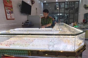 """Chủ mải mê xem bóng đá Việt Nam - Indonesia, tiệm vàng bị trộm """"ghé thăm"""""""