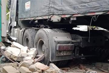 Tài xế đầu kéo đâm sập nhà dân ở Quảng Nam có thể bị phạt hành chính 17 triệu đồng