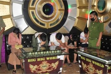 """Quảng Nam: Hơn chục nam nữ """"bay lắc"""" trong quán karaoke trong mùa dịch"""