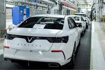 Nhà máy 3 tỷ USD lơ thơ người, hàng ngàn robot lắp ráp ô tô tự động