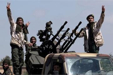 """Xung đột Libya càng ngày càng nóng, cộng đồng quốc tế """"hoang mang"""""""