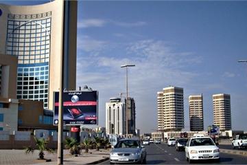 Video: Cận cảnh thủ đô của Libya bị không kích trong đêm