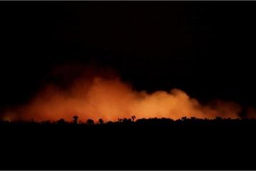 Rừng rậm Amazon bùng cháy, Tổng thống Brazil yêu cầu thế giới không can thiệp