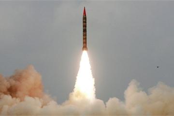 Sôi sục căng thẳng với Ấn Độ, Pakistan thử tên lửa đạn đạo thành công