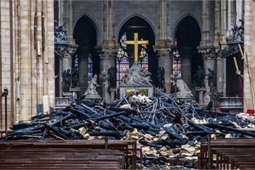 Hình ảnh bên trong nhà thờ Đức Bà Paris sau vụ hỏa hoạn