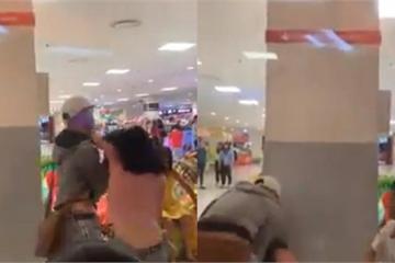 Nam thanh niên đánh bạn gái giữa trung tâm thương mại nhưng không ai can ngăn