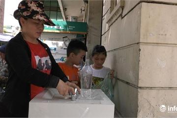 Người dân Thủ đô hào hứng với các trụ nước sạch miễn phí