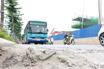 Hà Nội: Hiểm họa từ những hố ga tử thần trên đường Phạm Văn Đồng đang thi công