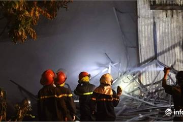 Hà Nội: Bà hỏa ghé thăm khu nhà xưởng hàng trăm mét tại KCN Ngọc Hồi