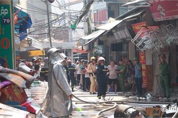 Hà Nội: Bà hỏa thiêu rụi cửa hàng tạp hóa giữa trưa