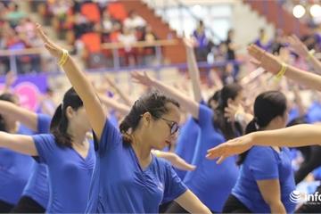 500 mẹ bầu tập yoga xác lập kỷ lục lớn nhất Việt Nam