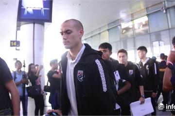 Đội tuyển Thái Lan hơi căng thẳng khi đặt chân đến Hà Nội