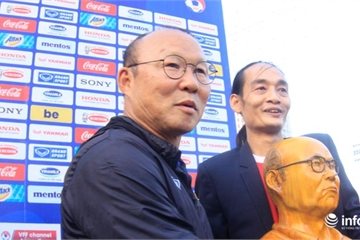 HLV Park Hang Seo nhận được quà bất ngờ trước trận đại chiến với Thái Lan