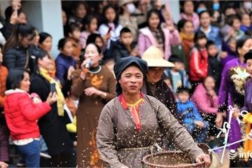 Về Vĩnh Phúc xem trai làng giả gái ra đồng gieo hạt đầu năm