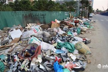 """Hà Nội: Rác thải """"bủa vây"""" đường Nguyễn Văn Huyên kéo dài, bốc mùi hôi thối"""
