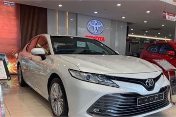 """Sedan hạng D tháng 1: Toyota Camry dẫn dầu, Honda Accord mới tiếp tục """"đội sổ"""""""
